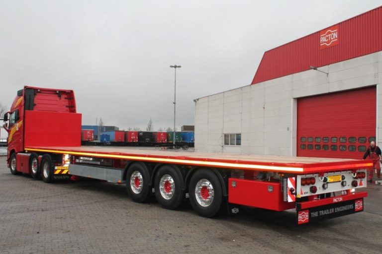Kamphuis Transport realises unit with an investment of a trio of Pacton's flatbed semi-trailers.