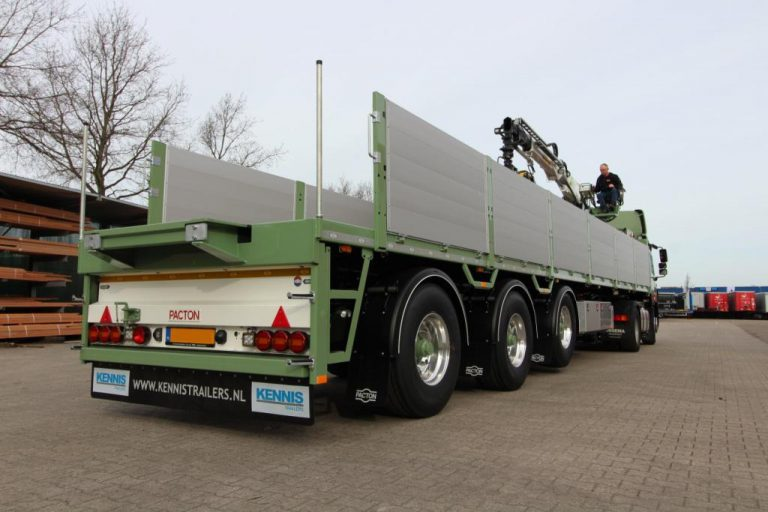 Oegema transport deploys multifunctional Kennis crane semi-trailers