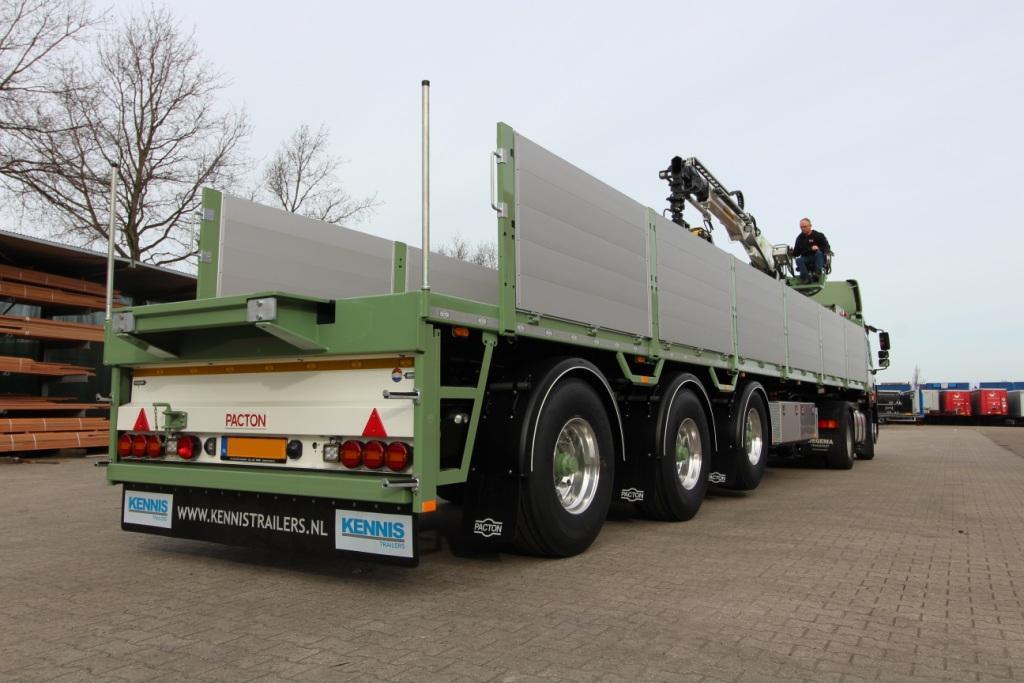 Oegema transport deploys multifunctional Kennis crane semi-trailers