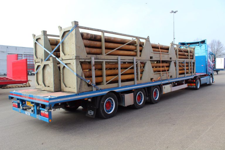 LOW PACTON SEMI-TRAILER OFFERS SPACE TO BLAAUW TRANSPORT FROM BRABANT