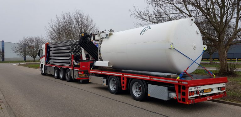 FINE-LOOKING PACTON SEMI-TRAILER FOR VAN NOORT IS RESISTANT TO HEAVY DUTY WORK