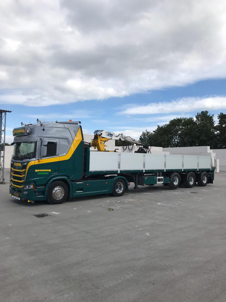 PACTON/KENNIS CRANE SEMI-TRAILER FOR BRONSEMA STONE TRADE AND TRANSPORT