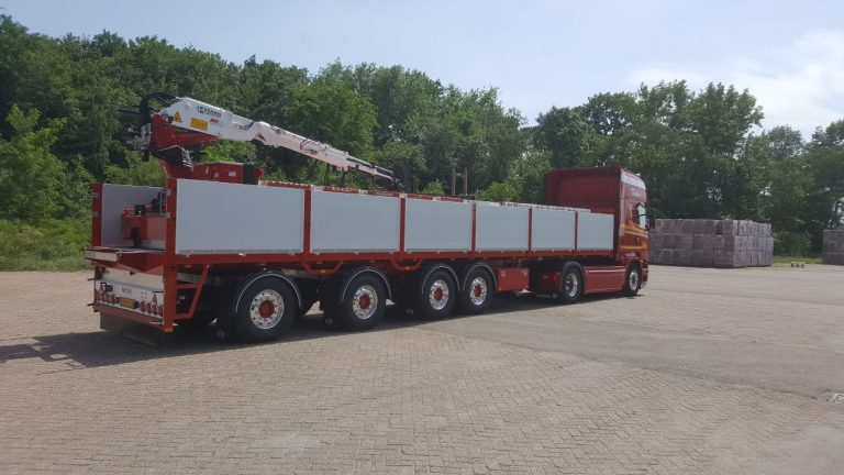 FOUR-AXLED PACTON CRANE SEMI-TRAILER IS THE MOST ECONOMICAL CHOICE FOR KANT TRANSPORT