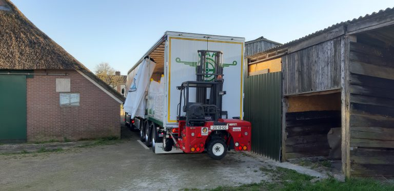 ARJAN VAN BRAKEL DRIVES PHENOMENALY WITH NEW CURTAINSIDER TRAILER.