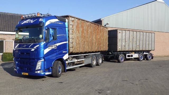 WIDESPREAD AXLE GROUP PREVENTS NEW SEMI-TRAILERS FOR BAETS FROM TURNING OVER