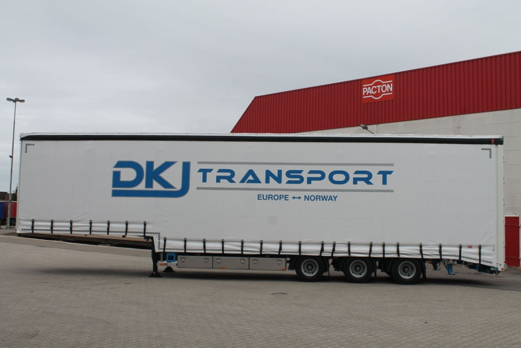 Curtainside semi-stepdeck trailer for DKJ transport