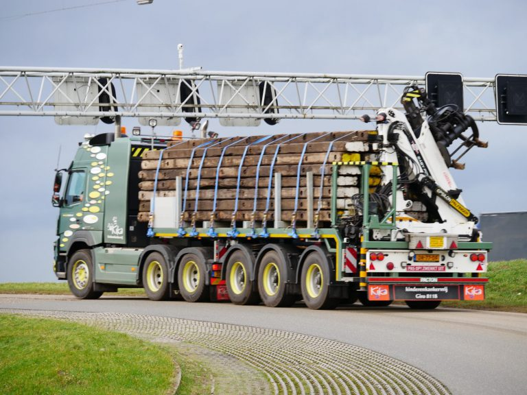R. KAMERMANS TRANSPORT PROMOTES KIKA ON LATEST SEMI-TRAILER