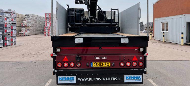 Flexible Crane Semi-Traier unburdens Jaco Stam in Stone Transportation